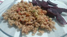 Jantar vegano livre de crueldade ❤ Proteína vegetal texturizada refogada com ervilhas e salada de beterraba!