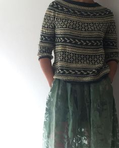 Ravelry: Project Gallery for Nirvana pattern by This. Fair Isle Knitting, Loom Knitting, Free Knitting, Knitting Designs, Knitting Projects, Knitting Patterns, Cardigan Pattern, Hand Dyed Yarn, Ravelry