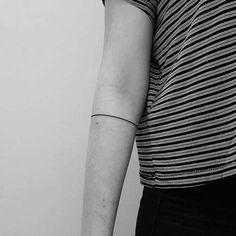 one line armband tattoo tek çizgi kol bandı dövmesi