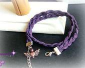 Bracelet double tour daim violet tressé et ses breloques : Bracelet par popibijouxcreation
