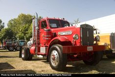 Vintage Trucks In the Sterling heavy-duties were independently branded, then taken over by White, then Volvo, Daimler and Ford. Sterling was sort of a hidden Detroit brand. Big Rig Trucks, New Trucks, Pickup Trucks, Train Truck, Road Train, Sterling Trucks, Large Truck, Classic Chevy Trucks, Heavy Truck