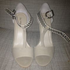 Nude t strap sandals chunky heel Chunky heel cute and comfy worn one price firm black and beige Call It Spring Shoes Sandals