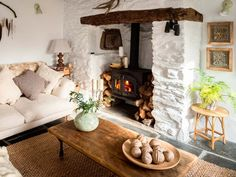 Unique interior design services in Cornwall. Our interior designers focus on the features of your holiday property to transform a property into a unique home. Cottage Names, Cornish Cottage, Cottage Living Rooms, Cozy Living, Style Deco, Home And Deco, Home Interior, Design Interior, Style At Home