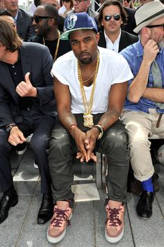 Kanye West Photo - Kanye West at the Louis Vuitton Men's Show
