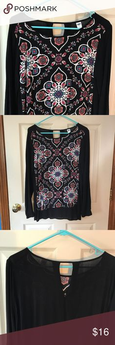 EUC Old Navy flowy paisley mandala print blouse Size Medium. Flowy long sleeve rayon blouse with slits up both sides. Would be so pretty with a bralette and cutoffs! Old Navy Tops Blouses