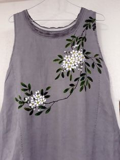 Cloth-brier flower the post cloth -. Fabric Painting On Clothes, Fabric Paint Shirt, Paint Shirts, Dress Painting, T Shirt Painting, Painted Clothes, Hand Embroidery Dress, Kurti Embroidery Design, Embroidered Clothes