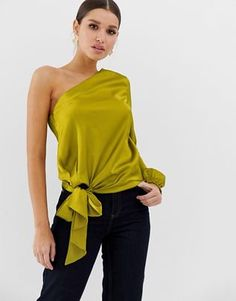 Buy ASOS DESIGN one shoulder top with knot front detail in satin at ASOS. Get the latest trends with ASOS now. Off The Shoulder Top Outfit, One Shoulder Tops, Satin Blouses, Women's Blouses, Girl Fashion, Fashion Outfits, Mode Chic, Crop Top Outfits, Blouse Outfit