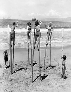 Beach volleyball on stilts, Venice Beach, 1934 Funny Vintage Photos, Photo Vintage, Vintage Humor, Vintage Photographs, Vintage Images, Beach Volleyball, Venice Beach, Old Pictures, Old Photos