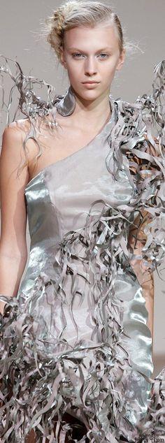 """Iris Van Herpen """"Beyond Wilderness"""", A-H - Haute couture 3d Fashion, Next Fashion, Weird Fashion, Couture Fashion, Fashion Design, Iris Van Herpen, Tube Dress, I Dress, Yiqing Yin"""