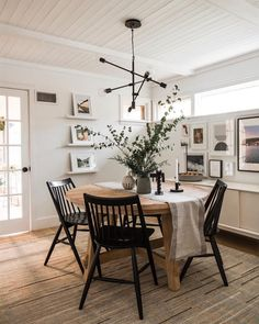 Small Dining Room Decoration Ideas For Small Room - Home Ideaz Dining Room Design, Dining Room Table, Interior Design Living Room, Room Interior, Kitchen Dining, Cozy Dining Rooms, Dining Decor, Kitchen Tables, Kitchen Small
