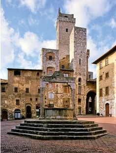 San Gimignano, province of Siena , Tuscany region Italy...had THE BEST ESPRESSO EVERRRR in this cute little place ;)