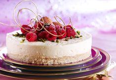 lychee and raspberry mousse cake Italian Desserts, Köstliche Desserts, Delicious Desserts, Baking Recipes, Cake Recipes, Dessert Recipes, Raspberry Mousse Cake, Dessert Original, Molten Lava Cakes