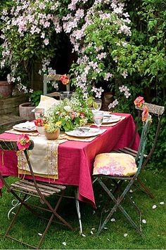 A small garden party delivers huge appeal, with bright colors. Outdoor Parties, Outdoor Rooms, Outdoor Dining, Outdoor Tables, Outdoor Furniture Sets, Outdoor Decor, Folding Furniture, Small Gardens, Outdoor Gardens