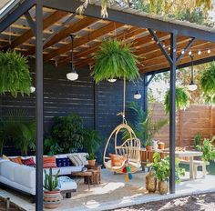 Cozy small backyard gazebo ideas for your landscaping Backyard patio furniture New Orleans Homes, Small Backyard, Backyard Decor, Patio Design, Patio Seating, Pergola Designs, Cool Deck