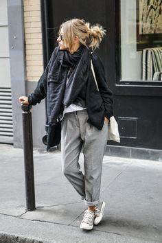 herbst outfit chucks grau hose laessig styling street style schwarz schal jacke