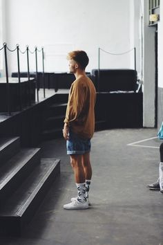 Kevin Elezaj - Vans Sneakers Huf Socks Beyond Retro Shorts Lost Apparel Sweater - FW Day 2 - Part 2 Men Street, Street Wear, Urban Fashion, Mens Fashion, Fashion Trends, Fashion Moda, Fashion Outfits, Moda Blog, Men Looks