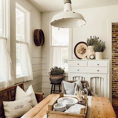 Rustic House, Country Dining Rooms, Home, Farmhouse Dining, Home Buying, Dining Room Decor, Home And Living, French Farmhouse Decor, Cottage Interiors