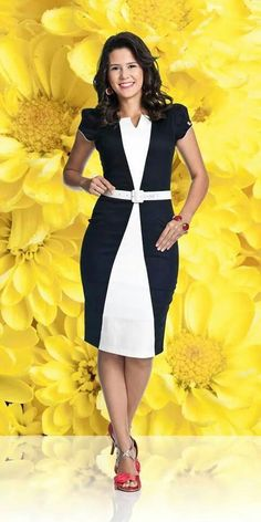 Use of the over and underdress to create the impression of shape Beautiful Casual Dresses, Elegant Outfit, Classy Dress, Elegant Dresses, Office Dresses For Women, Dresses For Work, Pencil Dress Outfit, Dress Sewing Patterns, African Dress