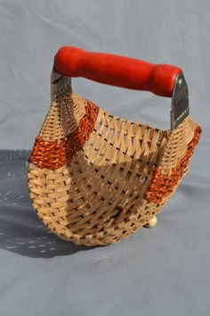 Vintage Gebäck Mixer Korb - Basket and Crate Willow Weaving, Hand Weaving, Diy Arts And Crafts, Diy Crafts, Basket Weaving Patterns, Mixer, Making Baskets, Weaving Projects, Art Projects