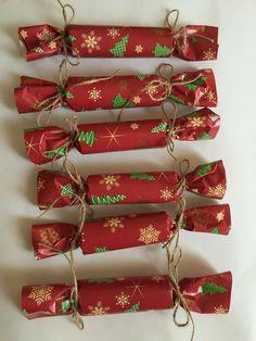 Хлопушки, конфеты, подарки гостям,оформление стола на Новый год