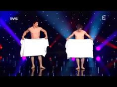 Cirque du Soleil performers 'Les Beaux Freres' with their comedy act 'Serviette' ('Towel') for the French TV Show 'The Worlds Greatest Cabaret. Super Funny, Funny Cute, The Funny, Funny Videos, Patrick Sebastien, Comedy Acts, Funny Jokes, Hilarious, Dance Routines