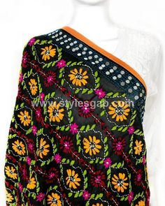 Latest Phulkari Dress Designs & Styles Collection consists of shawls, trousers pants, dupattas, jackets having beautiful colorful embrioderies Embroidery Works, Folk Embroidery, Indian Embroidery, Embroidery Designs, Silk Kurti Designs, Kurta Designs Women, Blouse Designs, Punjabi Fashion, Hijab Fashion