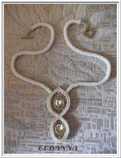 Colier realizat din margele Toho, Myiuki si cristale de 18 mm