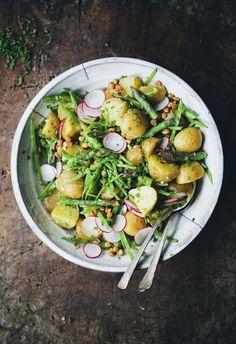 Potatissallad med sparris och smör-vinigrett