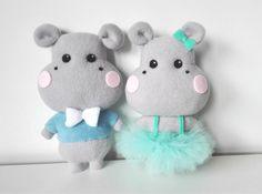 Sewing Stuffed Animals, Stuffed Toys Patterns, How To Make Tutu, Felt Patterns, Tutus For Girls, Girl Tutu, Felt Art, Felt Animals, Xmas Decorations