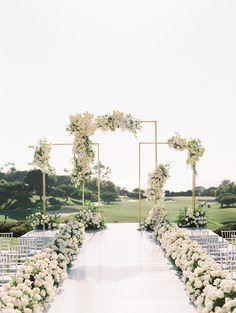 White Wedding Decorations, White Wedding Arch, Luxury Wedding Decor, Table Decorations, Wedding Backdrop Design, Wedding Ceremony Backdrop, Garden Wedding, Dream Wedding, Vows