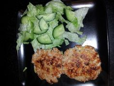 Spicy Turkey Burgers & Salad - 200 Calories (serves 1)