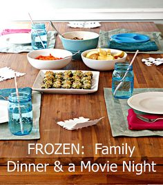 FROZEN: Family Dinner A Movie Night. This is a totally do-able, healthy dinner menu. Dinner Themes, Dinner Menu, Dinner Parties, Frozen Birthday Party, Frozen Party, Frozen Themed Food, Disney Dinner, Dinner And A Movie, Frozen Movie