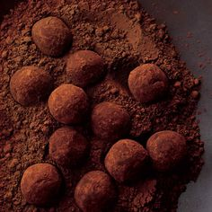 the easiest of all fine-chocolate confections Dark Chocolate Truffles, Types Of Chocolate, Chocolate Powder, Chocolate Brownies, Homemade Chocolate, Melting Chocolate, Chocolate Ganache, Chocolate Recipes, Chocolate Covered
