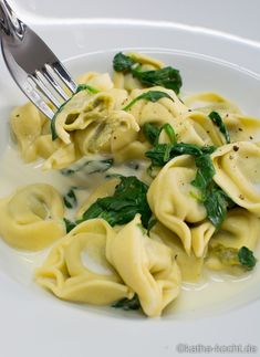Ricotta Cheese Recipes, Spinach Ricotta, Low Carb Sauces, Vegan Sauces, Ravioli Sauce, Grilled Desserts, Tortellini Recipes, Pasta Dishes, Macaroni And Cheese