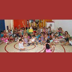 País de Xauxa L'ESCALA. FOTO REDOR de GRUP. Divendres 24 Juliol. 15:30 h. Festa Final de Curs escola BALLMANETES #paisdexauxa