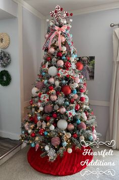 My 2019 Christmas tree~ I wanted a retro vibe this year and used aqua, pink, and red.