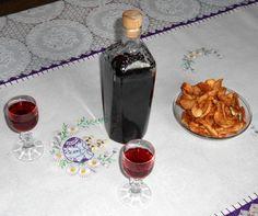Trnkový likér (fotorecept) - obrázok 7 Alcoholic Drinks, Perfume Bottles, Food And Drink, Glass, Wine, Syrup, Drinkware, Perfume Bottle, Alcoholic Beverages