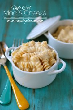 Single Girl Mac and Cheese is 1 portion of protein packed ultra decadent Macaroni and Cheese, for those nights you just need that cheesy pasta fix! (mac and cheese sauce no flour) Single Serve Meals, Single Serving Recipes, Meals For Two, Serving Ideas, Small Meals, Mug Recipes, Cheese Recipes, Cooking Recipes, Recipies