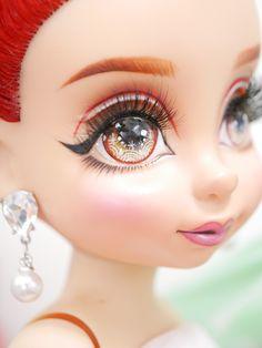สง่ Disney Princess Dolls, Disney Animator Doll, Jewelry, Realistic Eye, Eyes, Paintings, Jewellery Making, Jewerly, Jewelery