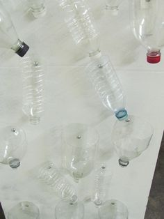 water wall: Attach bottles with screws- You can turn the bottles different directions Easel Activities, Water Play Activities, Fun Summer Activities, Montessori Activities, Water Theme Preschool, Preschool Arts And Crafts, Teach Preschool, Science Table, Stem Science