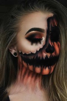Pumpkins are a classic Halloween decoration and Halloween would not be complete without them! Why not try wearing pumpkin makeup as part of your costume? Halloween Pumpkin Makeup, Crazy Halloween Makeup, Halloween Eyes, Halloween Makeup Looks, Halloween Pumpkins, Costume Halloween, Halloween 2020, Halloween Make Up Scary, Helloween Make Up