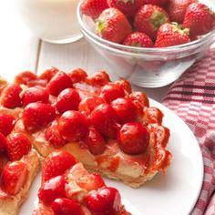Tarte aux fraises simple – Ingrédients de la recette : 500 g de fraises, coulis de fraises