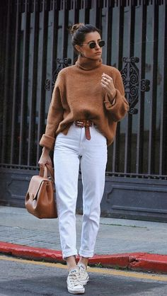 Everything is there Winter duo: brown sweater + white pants – Turtleneck sweater, belt … – # Simple Winter Outfits, Casual Work Outfits, Office Outfits, Work Casual, Jean Outfits, Dress Outfits, Fall Outfits, Office Attire, Chic Outfits