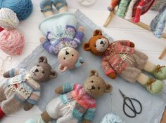 A blog about all things creative including knitting, crochet, sewing and embroidery. Mary Jane's Tearoom.
