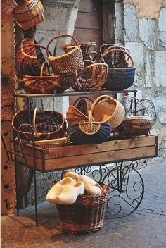 A bounty of baskets!  Note to self: center basket handle treatment?