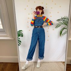 Simple n cute vintage dungarees by the brand No Boundaries, in lovely thick dark denim. The ideal dungarees shape, comfy, baggy fit with buckle fastenings,. Indie Outfits, Retro Outfits, Cute Casual Outfits, Vintage Outfits, 80s Inspired Outfits, Aesthetic Fashion, Look Fashion, 90s Fashion, Aesthetic Clothes