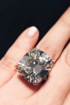 An icy 22 carat cushion-cut diamond to match the frigid temperature. Boho Jewelry, Jewelry Gifts, Jewelry Accessories, Fashion Jewelry, Simple Jewelry, Glass Jewelry, Bling Jewelry, Cushion Cut Diamonds, Diamond Are A Girls Best Friend