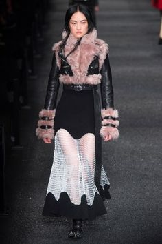 See the complete Alexander McQueen Fall 2017 Ready-to-Wear collection.