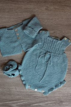 Extreme Cute Knitted Baby Rompers – Knitting And We Funny Baby Clothes, Babies Clothes, Babies Stuff, Baby Romper Pattern, Baby Overalls, Newborn Girl Outfits, Camo Baby Stuff, Crochet Baby Clothes, Baby Cardigan
