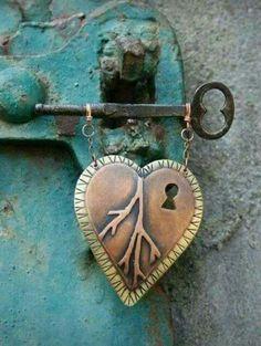Mooi om te maken in steen met echte oude sleutel ♡  Als symbool ter nagedachtenis van een lieve vriend die te vroeg is overleden.